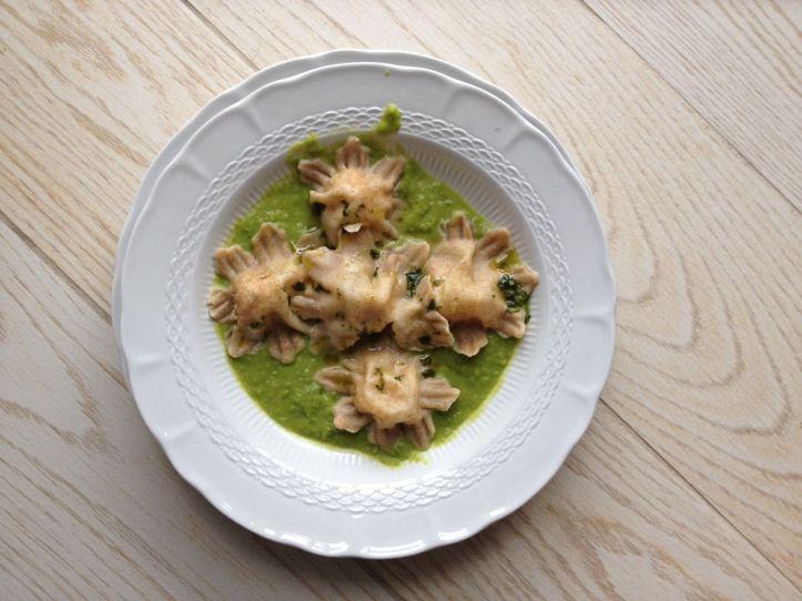 Ricetta pasta di fiorni con farina di solina e farro integrale su vellutata di piselli - La cucina Pia