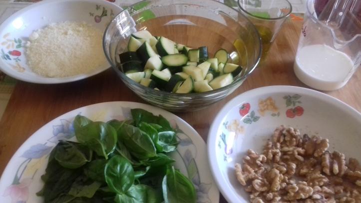 ingredienti per pesto di zucchine