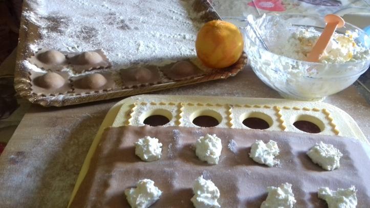 preparazione ravioli al cacao.jpg